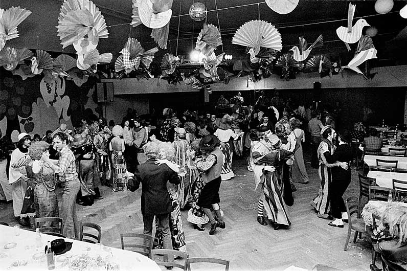 Costumed ball in Willisau, Canton of Lucerne, 1976 © Emanuel Ammon/AURA, Luzern