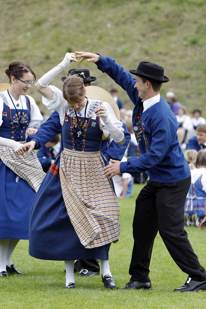 """Twirl your partner round and round"": Sachseln Trachtentag (OW), 25 June 2011."