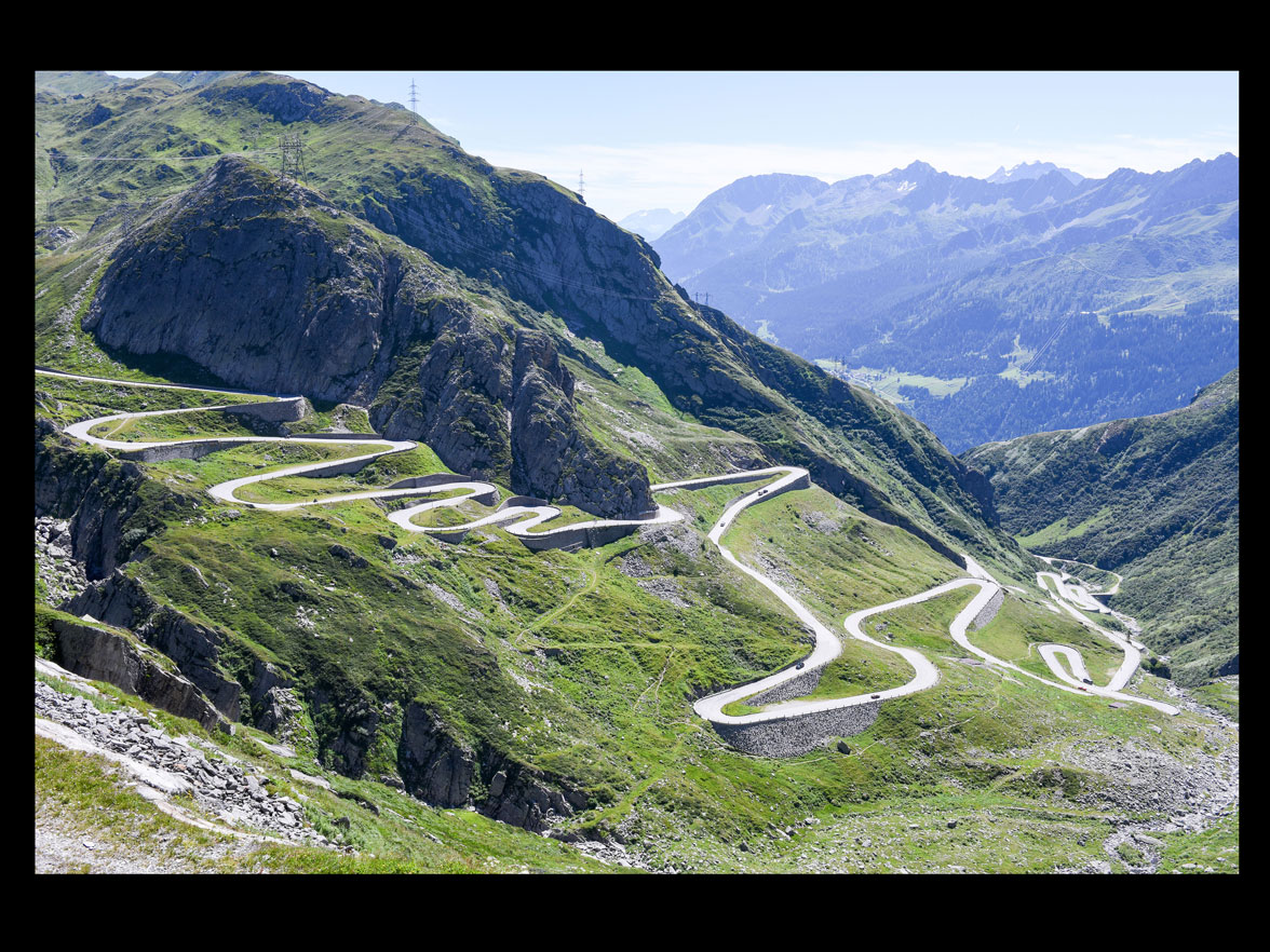 On the south side, the 'Tremola' leads to the Gotthard Pass © Stefano Ember / shutterstock.com