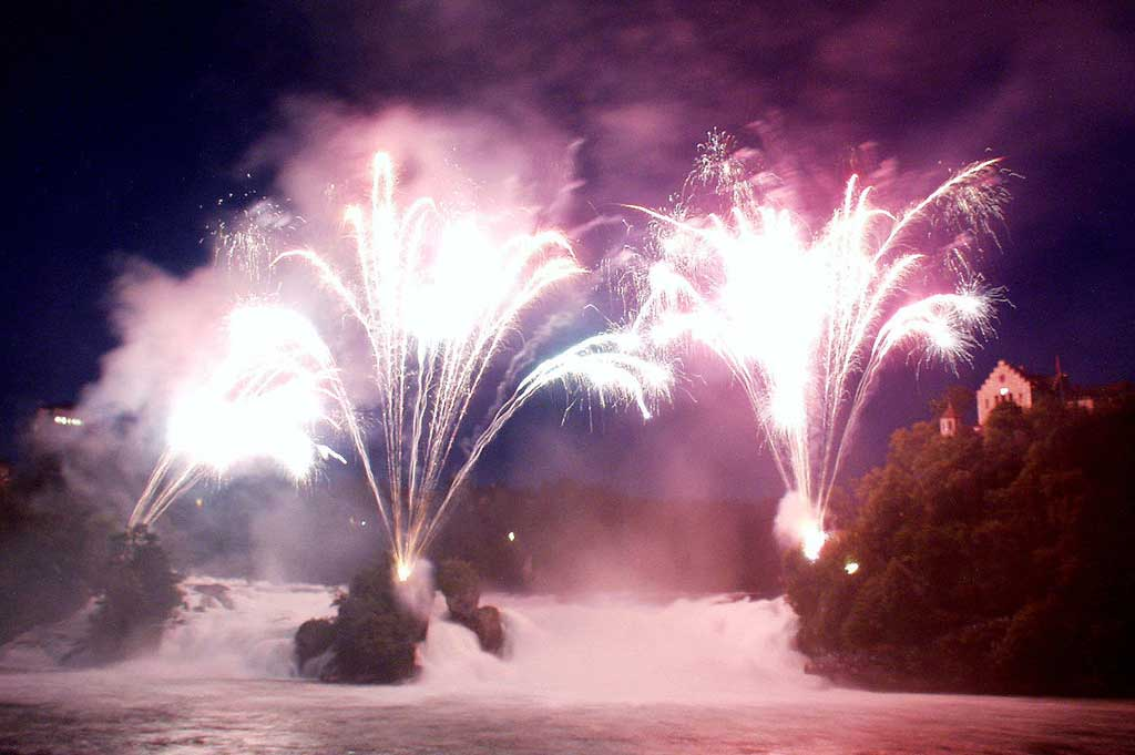 The spectacular fireworks display on 1 August at the Rhine Falls, 2000 © Max Baumann Schaffhausen 2000