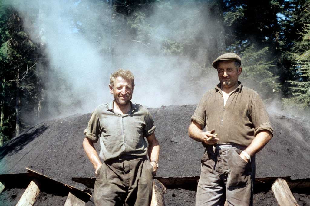 Romoos charcoal producers Josef Häfliger and Franz Koch in front of a charcoal pile during the Second World War © Paul Duss, Romoos