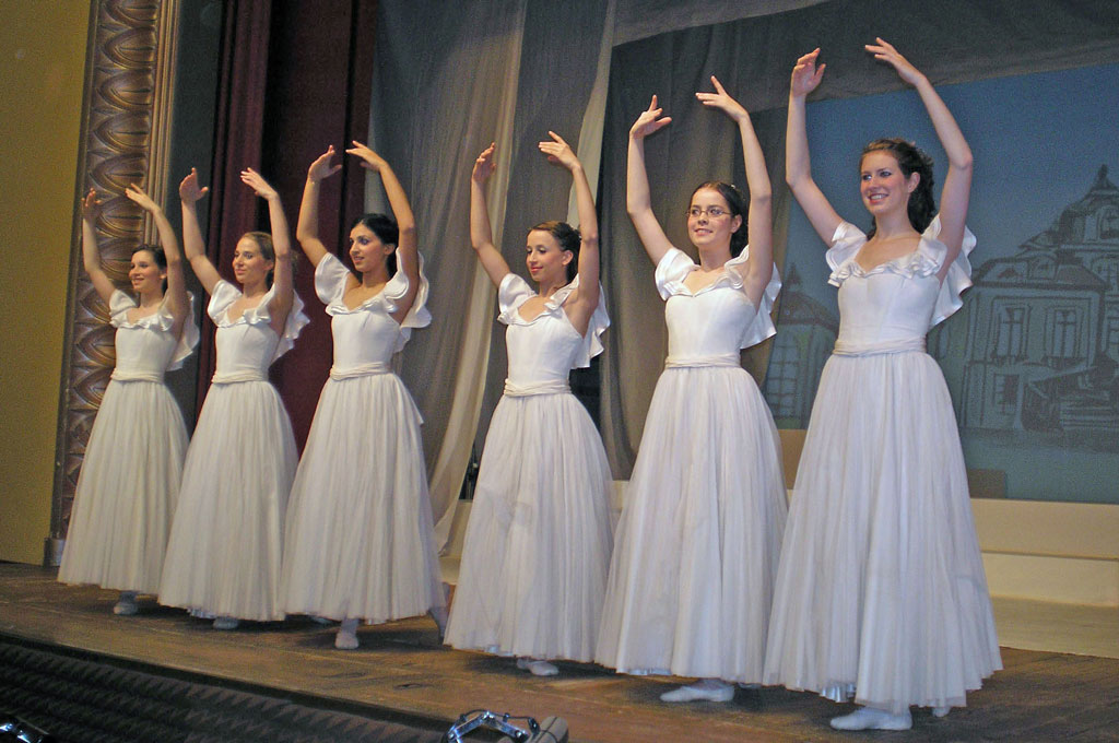 Fricktaler Bühne ballet dancers during the final rehearsal for