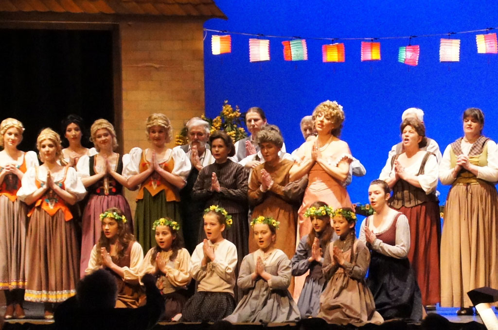 Soloists, an amateur choir and a children's choir sharing the stage in the Bremgarten production of