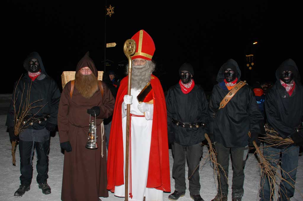 Santa Claus arriving in Engelberg with four «Schmutzlis» and his helper «Knecht Ruprecht», 2008 © Charles Christen, Engelberg
