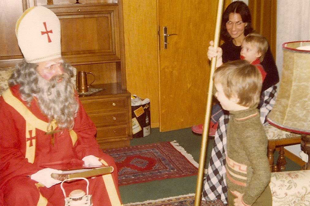 Santa Claus visiting a family at home in Oberwil (ZG), 1977 © Privatbesitz