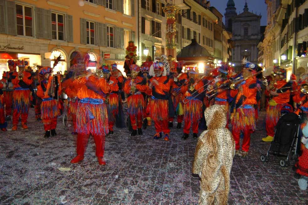 The carnival takes to the streets and pubs of Solothurn – brass bands perform the pieces they have practised © André Kilchenmann, 2010