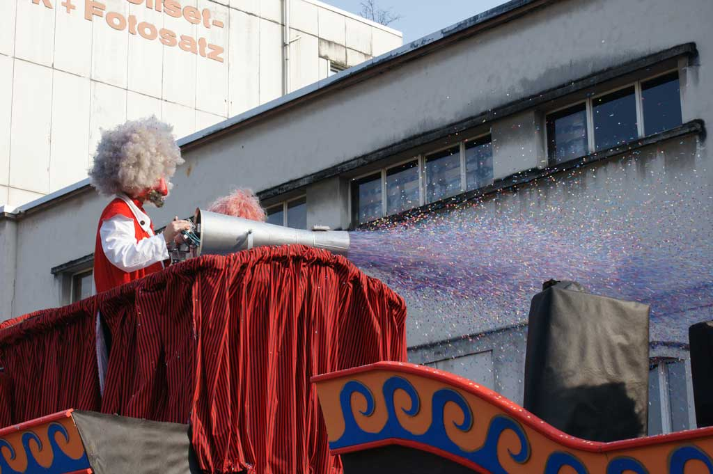 No Solothurn Fasnacht procession would be complete without a confetti cannon © André Kilchenmann, 2011