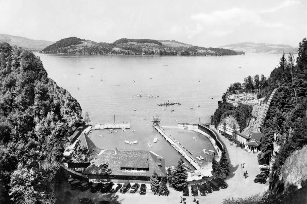 Harissenbucht near Stansstad, around 1940: the swimming baths of Hotel Fürigen, which were opened in 1927. © Staatsarchiv Nidwalden, Stans