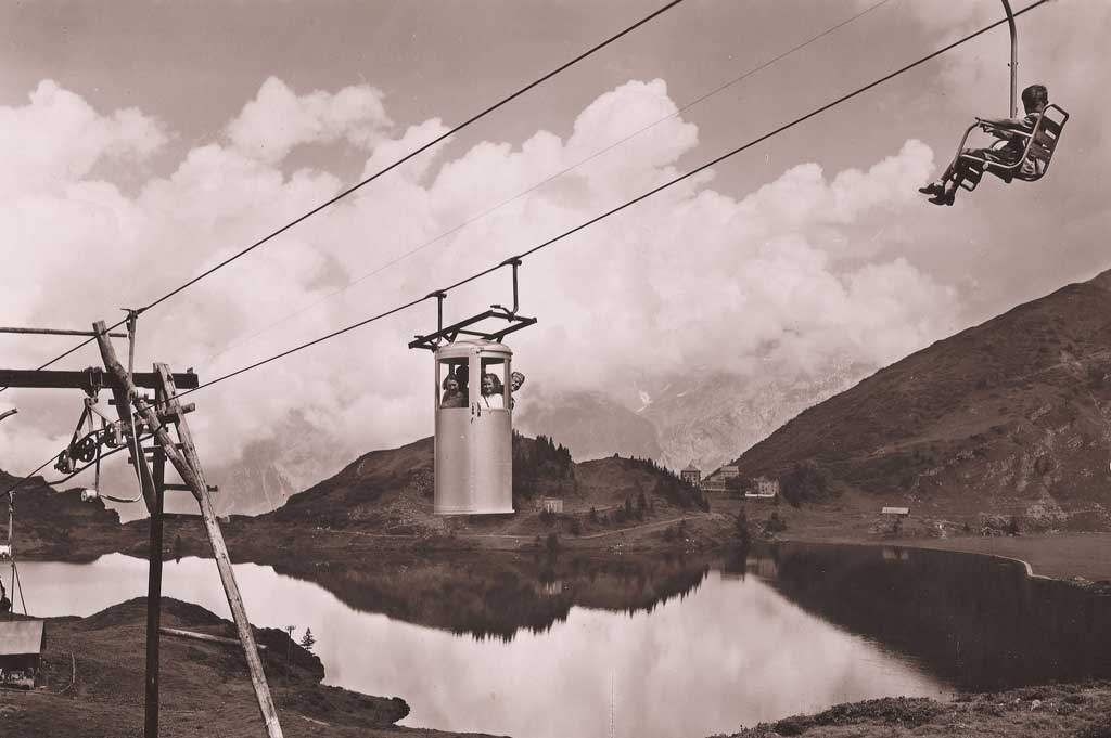 Trübsee – Jochpass, around 1946: seat and closed standing cabin of Switzerland's first chairlift. © Tal Museum Engelberg