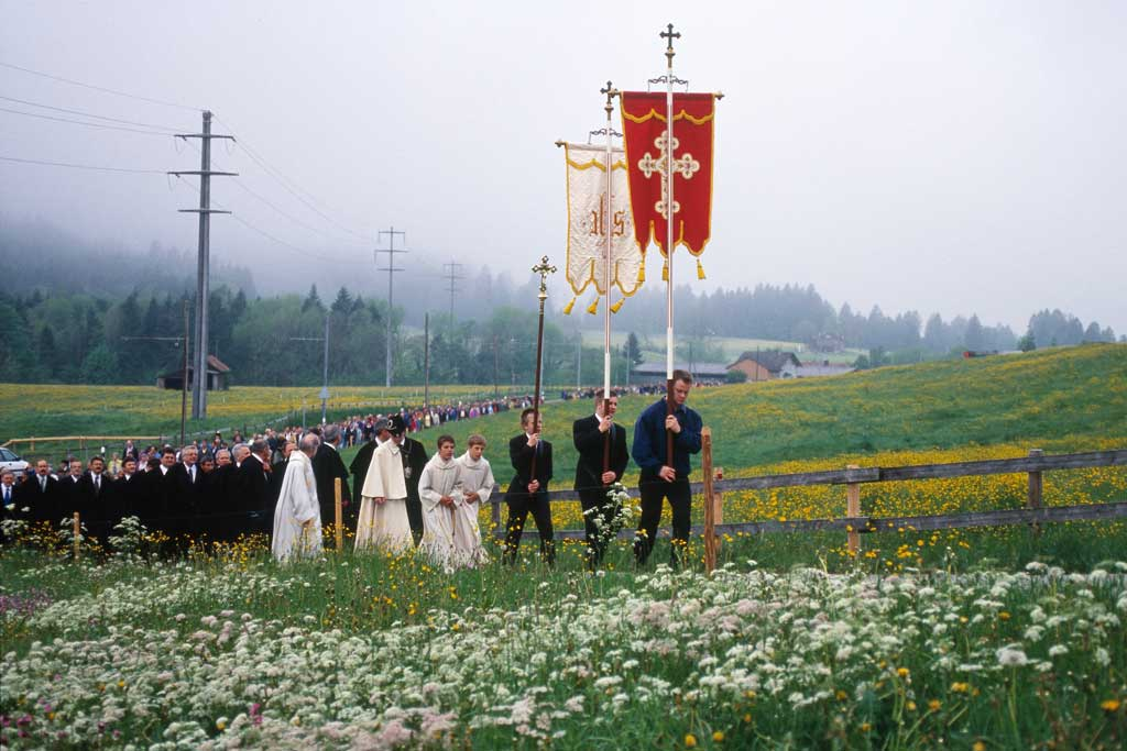 The Stoss pilgrimage shortly before its arrival at the Stoss chapel © Paul Broger, 2007/Kanton Appenzell Innerrhoden